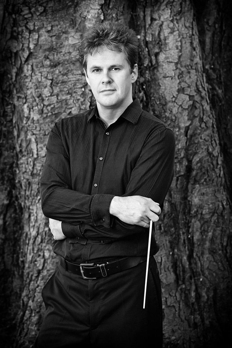 Robin-Browning-Conductor-Portrait-23-B&W-Credit-Kaupo-Kikkas