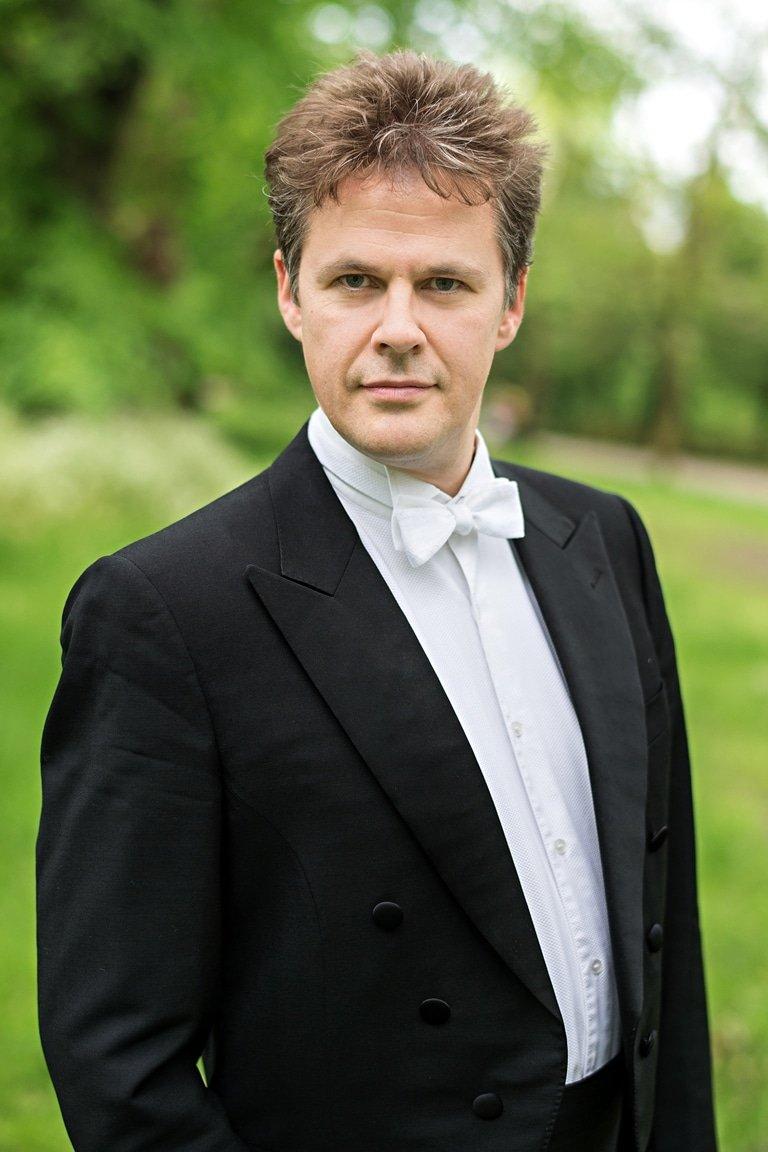 Robin-Browning-Conductor-Portrait-48-Credit-Kaupo-Kikkas